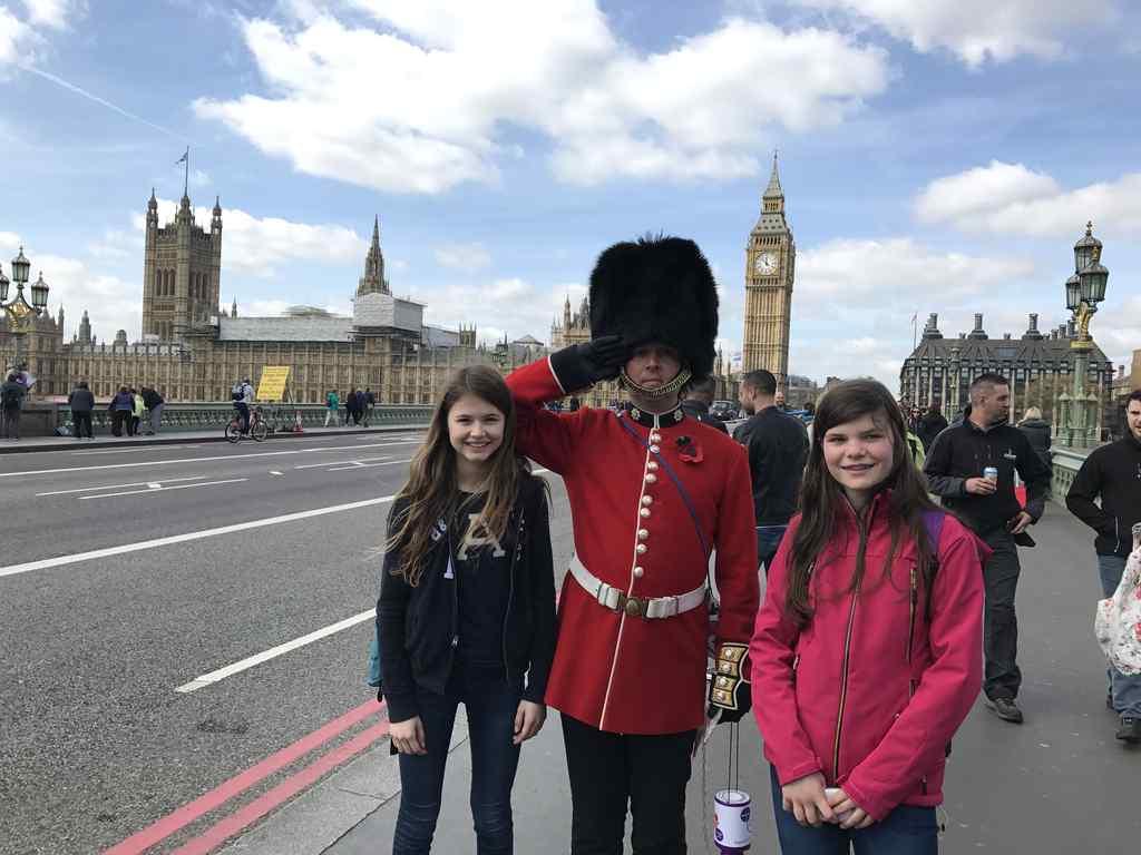 FHC Sprachreisen - London Parliament Garde
