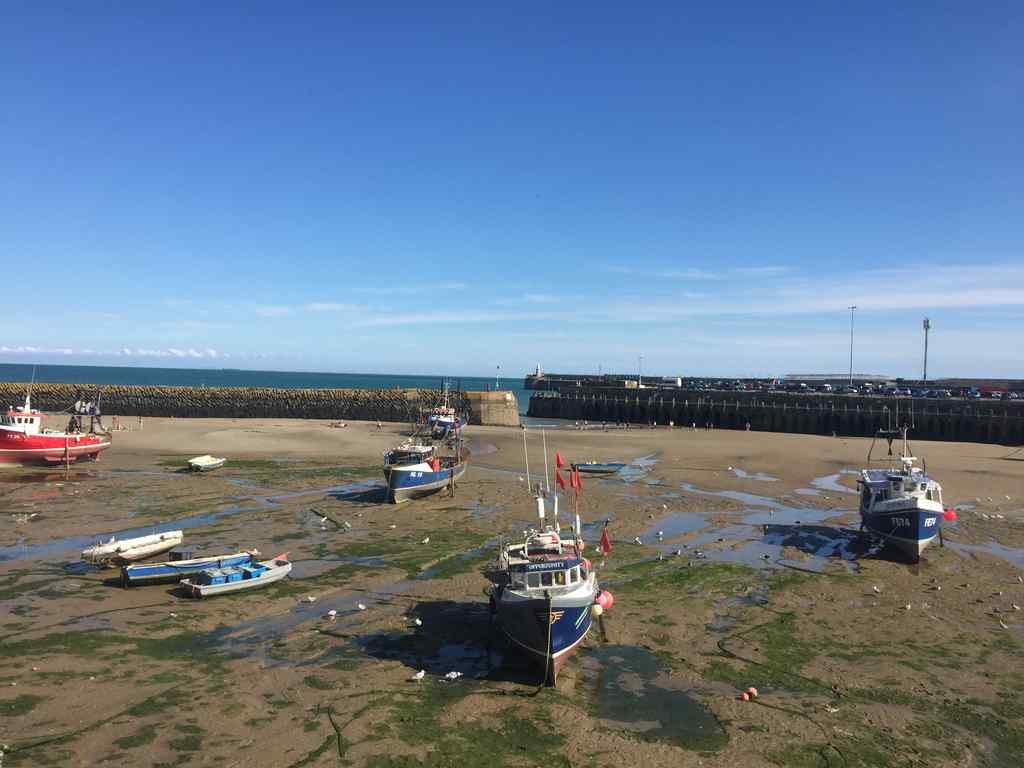 FHC Sprachreisen - Folkestone England Hafen bei Ebbe