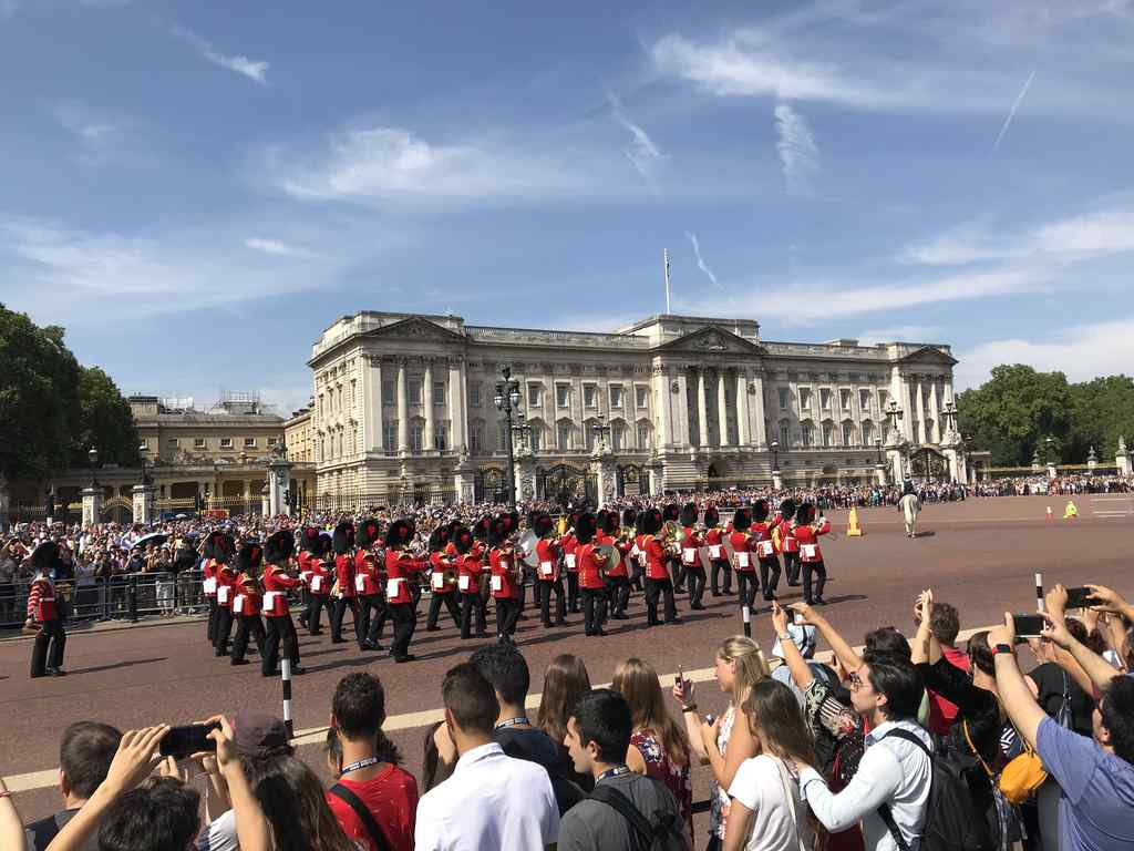 FHC Sprachreisen - Buckingham Palace London Garde